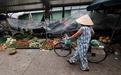 Dùng phiếu, người Hà Nội thay đổi thói quen để đi chợ theo giờ