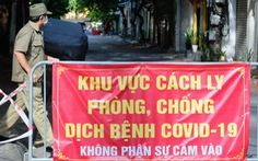 Cặp vợ chồng ở Hà Nội gây rối đòi 'thông chốt' kiểm dịch, còn livestream lên mạng