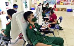 Hàng trăm quân nhân 'ứng cứu' ngân hàng máu Bệnh viện Quân y 175