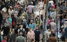 Dân Mỹ đi chơi dịp Quốc khánh trong cảnh giác