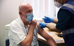 Dỡ bỏ sớm biện pháp chống COVID-19 có thể tạo ra biến thể mới kháng vaccine
