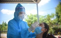 Khiển trách chủ tịch xã lấy 'vắc xin dư' tiêm cho người thân