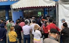 Người dân Sài Gòn đổ xô xét nghiệm COVID-19, nhiều bệnh viện quá tải