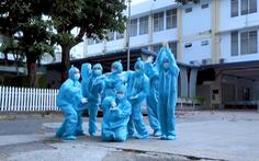 Đội 'Doraemon' vui nhảy, tiếp năng lượng tích cực trước giờ lấy mẫu COVID-19 cộng đồng