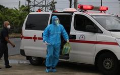 Thí sinh diện F Đà Nẵng đi thi bằng xe cứu thương, trùm kín người