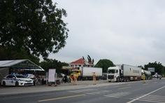 Ngày đầu kiểm soát dịch trên quốc lộ 1, xe cộ ùn ứ tấp nập ở Bình Thuận