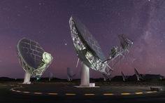 Tổ hợp kính thiên văn MeerKAT Nam Phi phát hiện nhóm 20 thiên hà mới