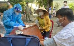 TP Thủ Đức tiêm vắc xin cho người dân ở khu phong tỏa