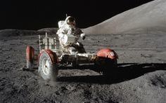 50 năm con người lái xe trên Mặt trăng