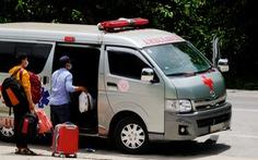 Xe cứu thương bỏ người bệnh dọc đường, cả xóm bị phong tỏa
