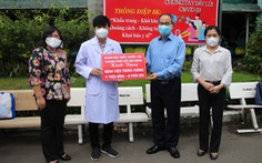 Đoàn đại biểu Quốc hội TP.HCM thăm, tặng quà cho y bác sĩ và các bệnh nhi đang điều trị COVID-19