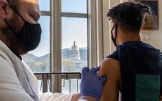 Một trường đại học tại Mỹ phụ thu 750 USD của những sinh viên không tiêm vaccine COVID-19