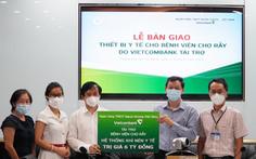 Vietcombank tặng trang thiết bị y tế cho 2 bệnh viện tuyến đầu của TP.HCM