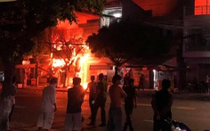 Công an An Giang cứu 5 người khỏi đám cháy lúc rạng sáng