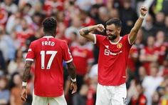 Bruno lập hat-trick, Man Utd đại thắng Leeds trong trận ra quân