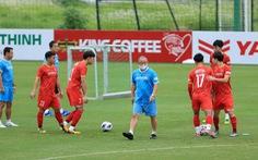 HLV Park tăng khối lượng tập luyện cả đội, Văn Hậu vẫn tập riêng