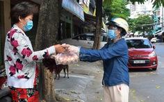 Điền phiếu gửi tổ cứu trợ, người Nha Trang được nhận hàng cần mua đưa đến tận nhà