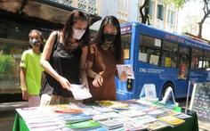 Sách là mặt hàng thiết yếu: Đừng để COVID-19 nhấn chìm văn hóa