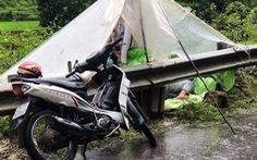 '4 thanh niên Lai Châu từ Hà Nội về dựng lều ngủ dưới mưa vì tỉnh nhà không cho vào' là sai sự thật