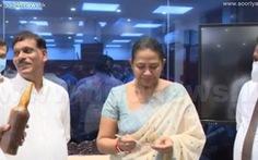 Bộ trưởng y tế Sri Lanka mất chức vì dùng 'thuốc ma thuật' trị COVID-19
