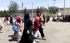 Nhiều quân nhân Afghanistan trốn sang các nước láng giềng, một máy bay rơi