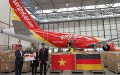 Máy bay Vietjet đang tiếp nhận thiết bị y tế phòng dịch từ Đức về Việt Nam
