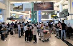 Vietnam Airlines chở 180 nhân viên y tế Bệnh viện Bạch Mai đến TP.HCM chống dịch