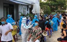 Khống chế phó chánh văn phòng Đoàn ĐBQH Đà Nẵng vì 'gạt tay trúng mặt' nhân viên xét nghiệm