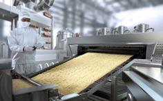 Gỡ vướng để mì ăn liền sản xuất thời dịch, hàng xuất khẩu được bán ở TP.HCM
