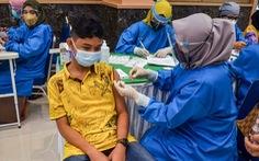 Cuộc đua tiêm vắc xin cho trẻ nóng dần