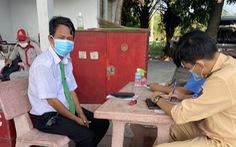 Bình Thuận liên tục phát hiện xe 'ưu tiên' lợi dụng chở người từ vùng dịch về