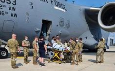 Một phụ nữ Afghanistan trở dạ ngay trên máy bay quân sự Mỹ