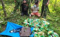 Chặn 3 người Lào mang 46kg ma túy đá và súng lục đã lên đạn vào biên giới