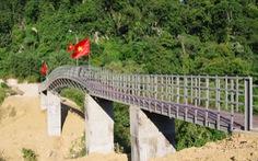 Hồ Ngọc Hà, Trấn Thành góp tay cùng biên phòng xây cầu vượt lũ cho đồng bào Rục