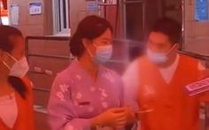 Người Trung Quốc mặc kimono Nhật đi xét nghiệm COVID-19 bị đuổi về