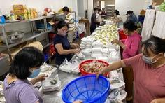 Nhóm bếp, mở chợ cho người khó khăn trong đại dịch