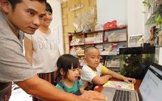 Nhu cầu laptop tăng vọt, phụ huynh vất vả mua đồ cho con học trực tuyến