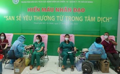 Y bác sĩ Bệnh viện Bạch Mai vừa chống dịch, vừa hiến máu cứu bệnh nhân COVID-19