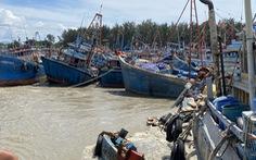 Lũ sông Dinh làm gần 100 ghe cá ngư dân La Gi chìm, hư hỏng
