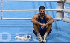 Ăn vạ không thành, võ sĩ quyền anh Mourad Aliev khởi kiện đòi đấu lại