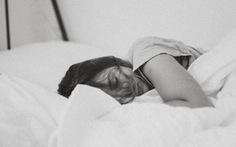 Nếu buồn mà cả ngày nằm dài thì càng... buồn hơn