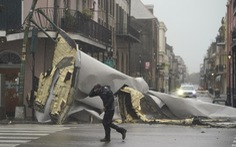 Bão Ida nhấn chìm bờ biển bang Louisiana