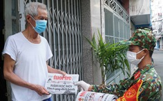 TP.HCM phát báo đến 312 xã, phường: Quà 'an sinh tinh thần' trong đợt giãn cách