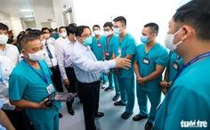 Thủ tướng Phạm Minh Chính thị sát bệnh viện dã chiến tuyến cuối điều trị COVID-19 tại miền Bắc