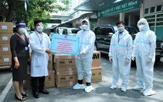 Ngành điện TP.HCM trao tặng vật tư y tế cho nhiều 'thành trì' chống dịch