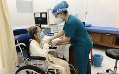 Cụ bà 102 tuổi tiêm vắc xin: 'Tôi muốn con cháu và xã hội an toàn'