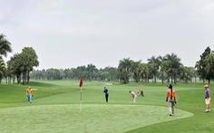 Đang dịch, giám đốc sở du lịch vẫn đi đánh golf và tiếp xúc với F0