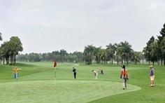 Tạm đình chỉ phó cục trưởng cục thuế tỉnh đi đánh golf khi đang dịch