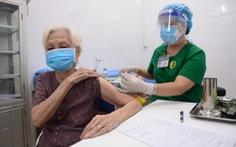 HỎI - ĐÁP về dịch COVID-19: Theo dõi tại nhà sau khi tiêm vắc xin COVID-19 ra sao?