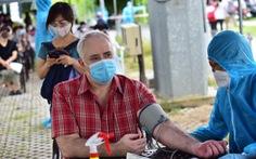 Người nước ngoài được tiêm vắc xin tại TP.HCM: Cảm ơn Việt Nam quan tâm đến chúng tôi!